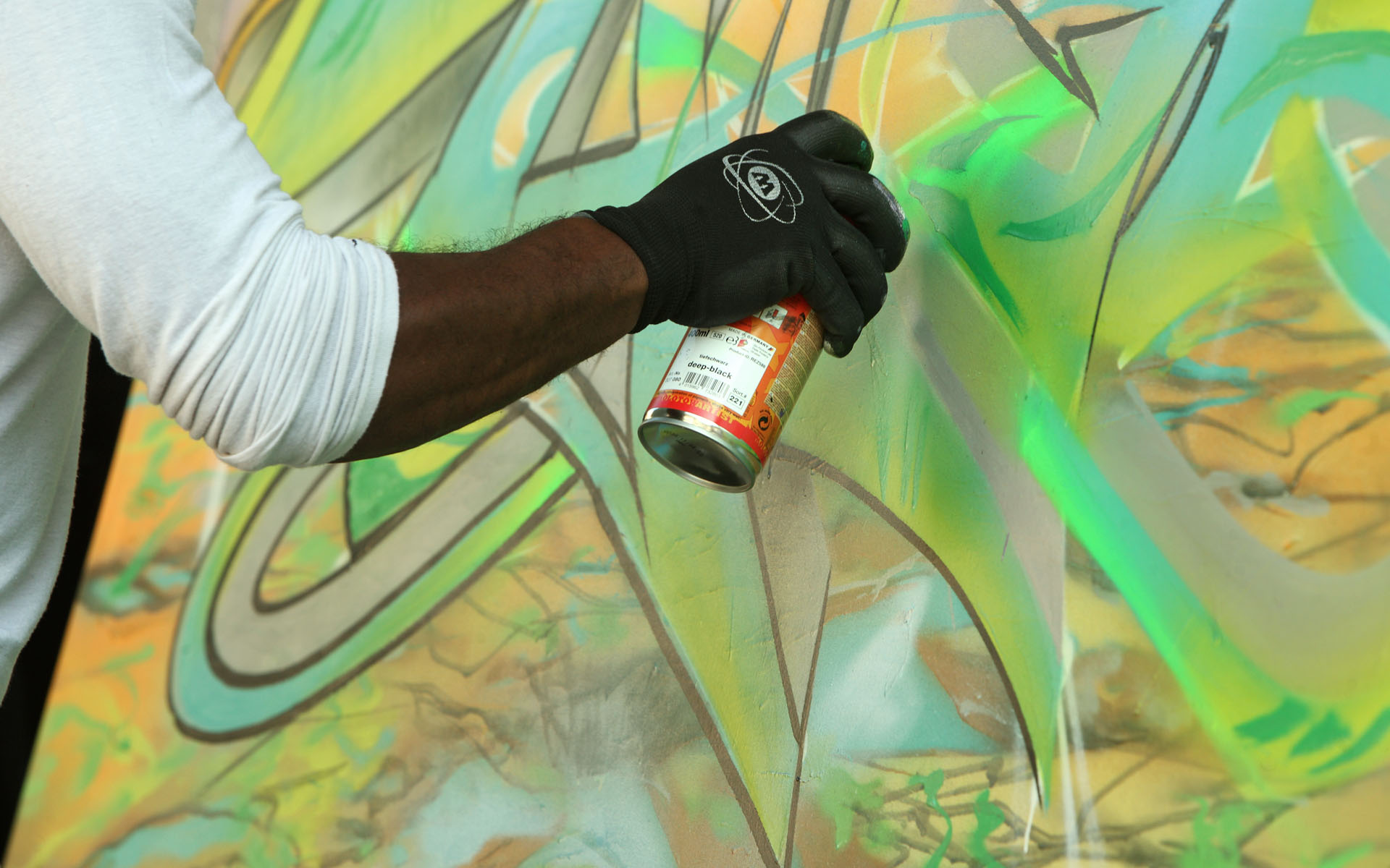 Graffikart2013-Spraycan-drawing