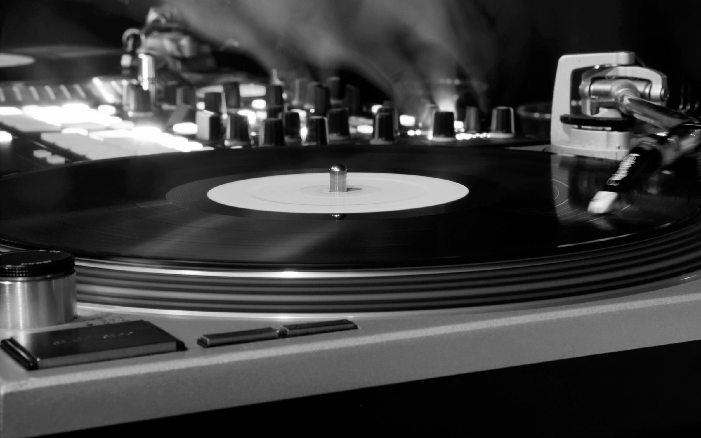 LHH-Technics-MK2-black-white